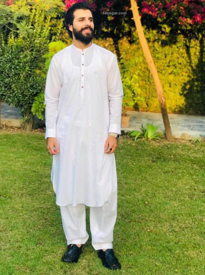 Model wearing Peshawari Shalwar Kamees Dress from Seengar Fashion